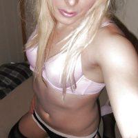 Rencontre sans lendemain avec une travestie blonde
